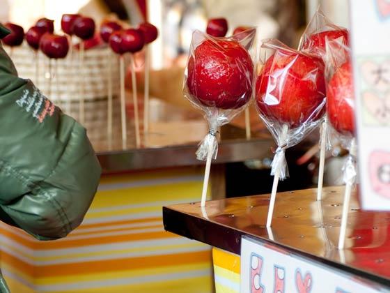 屋台のりんご飴ってリンゴにアメ掛けただけじゃなかった