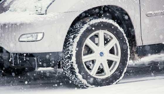 積もった雪を融かすために熱湯をかけても無駄