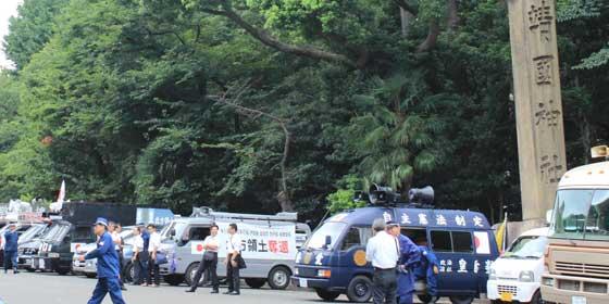 靖国神社の街宣車